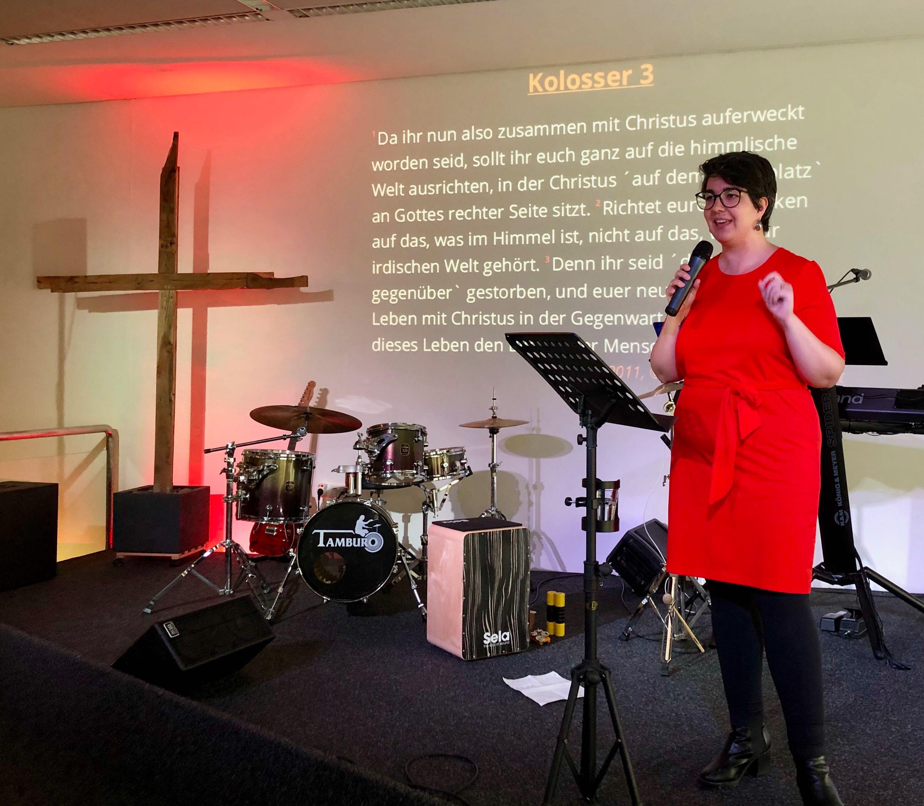 Fülke predigt über Himmel im Kopf
